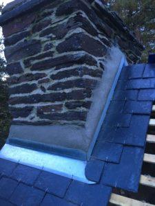 Bavette et solin de cheminée durant une rénovation